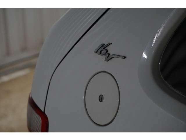 16Vエンブレムがハイスペックを主張します。