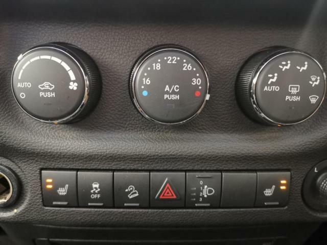 便利なオートエアコン付き。