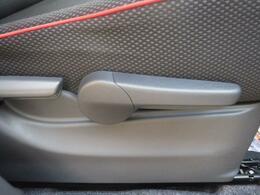 運転席の高さ調整が可能なシートリフター完備!