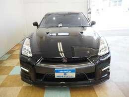 R35 GT-Rプレミアムエディション入庫致しました。GR6ミッション アッパープログラム・メンテナンスMY13実施済み。