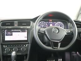 車内はシンプルなデザインになっております。