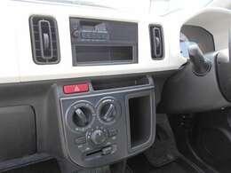 AM/FMラジオ付きです。ナビゲーションの取り付けや、オーディオに関しては、スタッフまで、お気軽にご相談ください。
