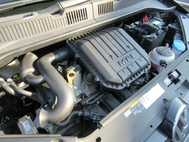 (UPエンジン)ノンターボながらレスポンスの良いエンジンは5速ASGと相まって軽快な加速を実現しております。高速走行でも十分な性能を備えておりますのでご安心ください。