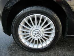 (専用アルミホイール)車種グレードごとに設定されており、デザインにすっきりとマッチした印象です。