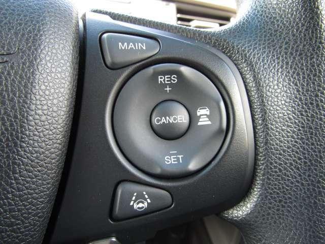 【追従型クルーズコントロール】光学レーダーやビデオカメラを使って前車の動きをチェックして、車間距離を適切に保って一定のスピードをキープするシステム。代表例)アイサイト・レーダークルーズコントロール