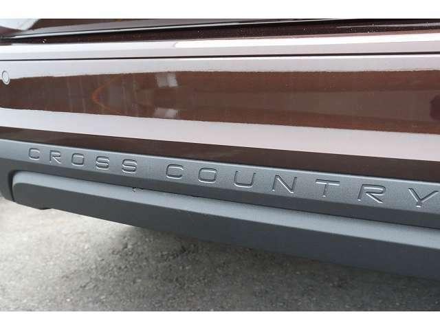 crosscountryの文字がリアバンパーに刻印されております。