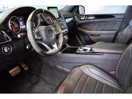 AMGエアロ&22インチAW・サイドランニングボード・ナッパレザー×アルカンターラステア・パドルシフト・自動リアゲート・AMG強化ブレーキ・エアサス・RIDECONTROLサス・LEDヘッドライト
