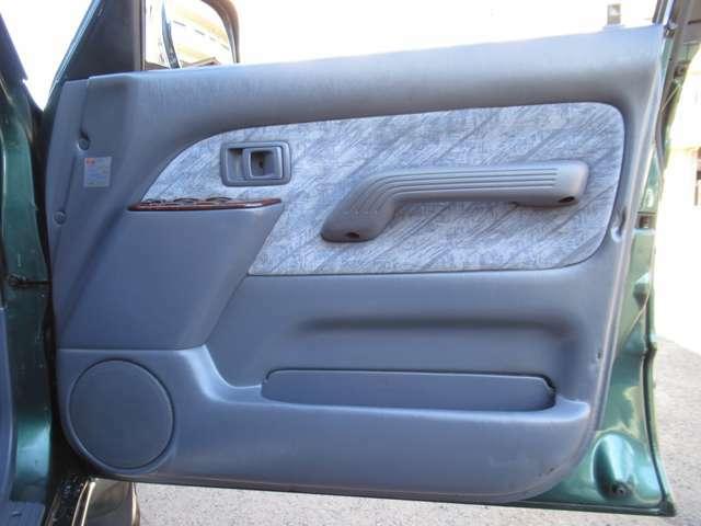 運転席内張り!とてもキレイな状態を維持しています♪