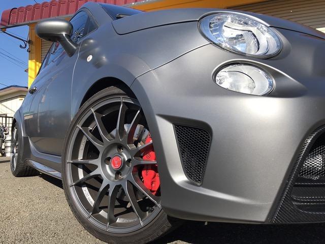OZ Racing製の軽量18インチアロイホイール