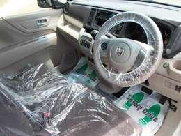 ベージュカラーが基調の落ち着いた雰囲気の車内です♪
