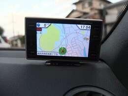 高速道路上の速度取り締まりオービスなどを知らせてくれるレーダー探知機も御座います。