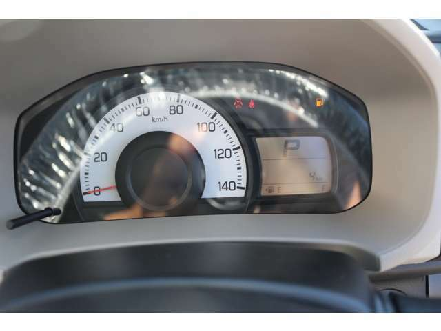 新車登録から最大5年、もしくは10万キロまで、当社の方で保証させて頂きます。詳しい保証内容はパッカーズ保証に準じます。