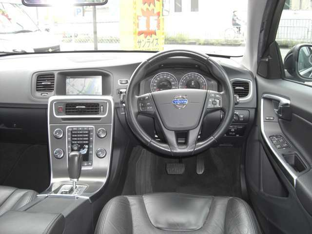 禁煙車・純正ナビ・テレビ・Bカメラ・本革パワーシート・ドライブレコーダー・内外装とても綺麗なお車です。HIDライト・ETC付きお問い合わせは072-678-3351ガレージサンライズまで