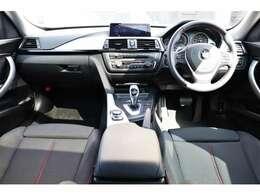 ドライバーに操作パネルが傾けられたドライバーオリエンテッドデザインのインテリア