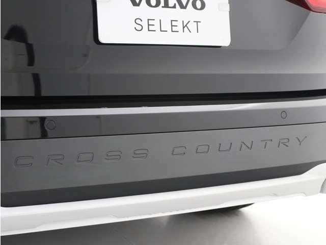 ボルボが伝統としているエステートの多用途性に、道を選ばない走破性を組み合わせたCross Countryです。