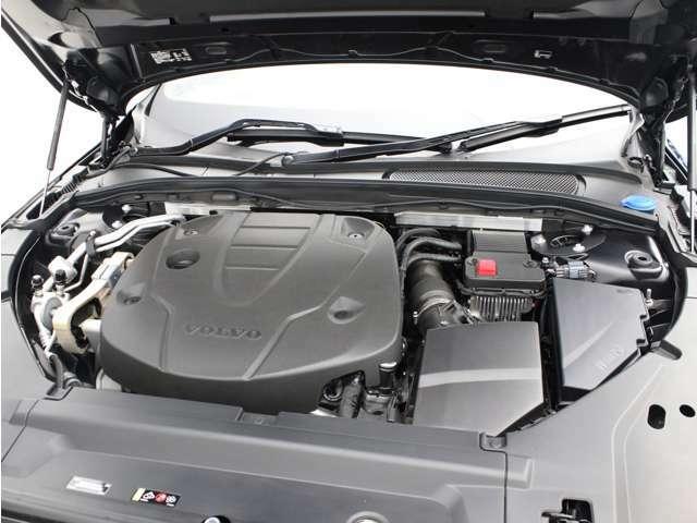洗練されたD4エンジンが、燃料消費を最小限に抑えながらも力強い走りを生み出します。