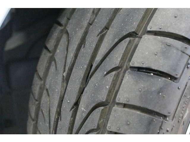 タイヤ溝は十分残っています。