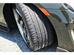 タイヤはブリジストン POTENZA S001が装着されています。2019年生産で、溝もまだまだございます。