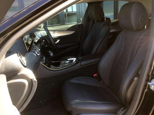 高級車ならではのホールド感のよい重厚な黒本革シートで、ロングドライブも快適です! 運転席&助手席にはメモリー付きパワーシート搭載で、力いらずのワンタッチでシートアレンジ出来ます!