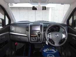 大きなフロントガラスで見通しがよく、運転しやすさにも気を配ったダッシュパネル。