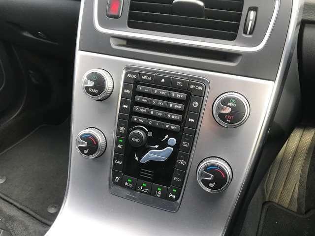 オーディオやエアコンをはじめ各種操作ボタンが集約されたセンターパネル!