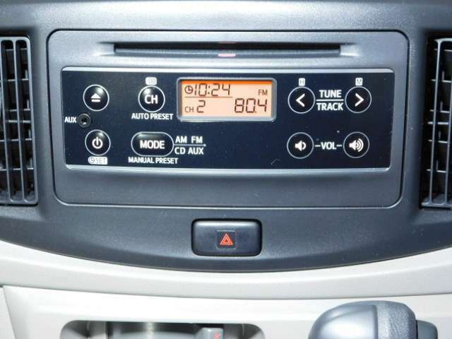 【CD・ラジオプレーヤー】シンプルで使いやすい純正です。