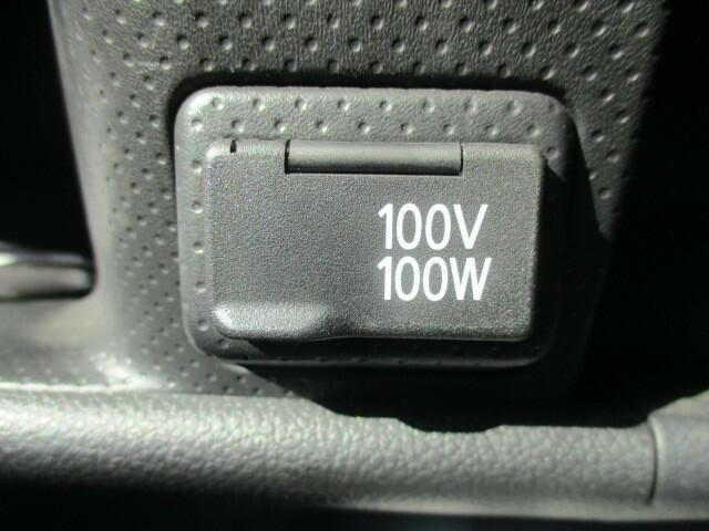 100Vコンセントポート完備。