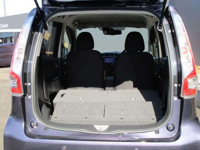ラゲッジルームは、シートを倒してさらに荷物を積むことが可能です。