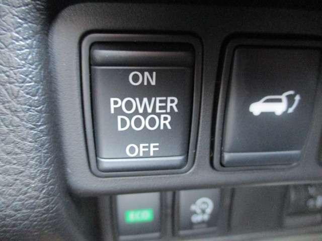 オートバックドア付なので重いバックドアも楽々開閉できます