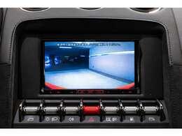 高画質のリアカメラを装備、市街地での取り回しもご安心ください。
