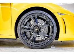 SKY TIMELESSではすべての展示車両に第三者機関(AIS)による厳正な検査を実施し、高品質なお車のみを展示販売しておりますので、ご購入後も安心してお乗り頂けます。