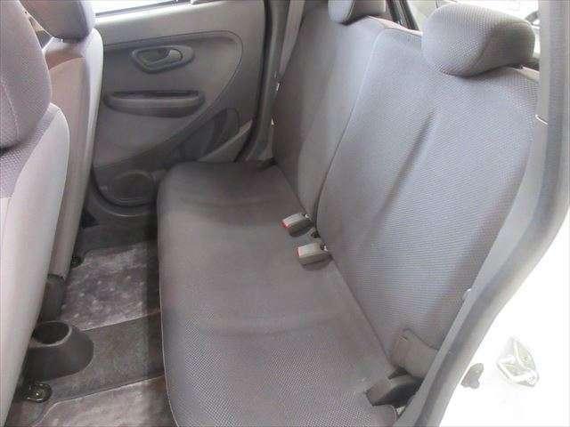 後部座席は使用感少なく綺麗です。