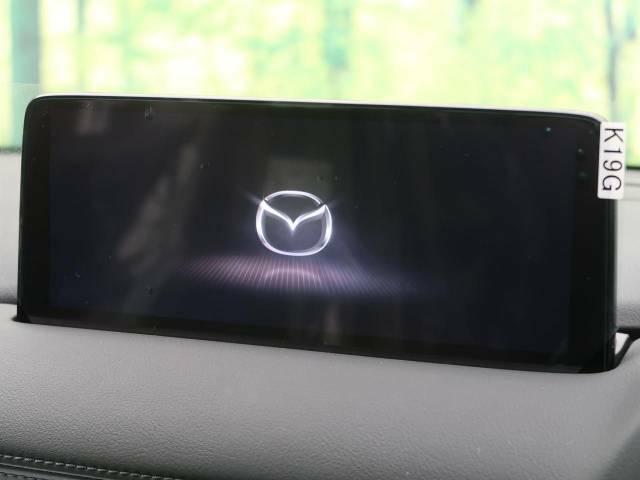 【マツダコネクトナビ】車内の雰囲気にマッチした一体型タイプのナビ。各種車輌設定やBluetooth再生等、様々な機能が楽しめます。直感的なダイヤル操作が可能で、使い勝手も良好です。