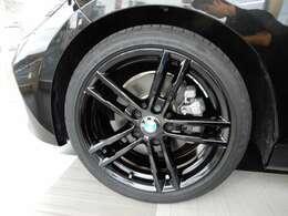 フロントグリル/18インチアルミホイール/内装パネルがブラック化された特別限定車!