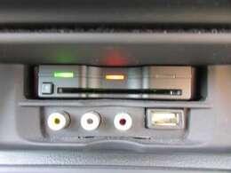 ETC付き♪ 高速道路の料金所もスムーズに通過出来ますね♪ USBも付いていて使い勝手が良いですね♪
