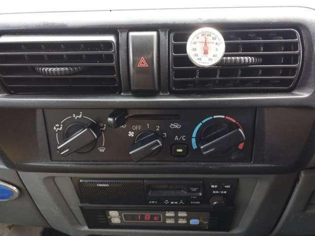 吹出口の温度計はエアコン点検用ですので車両には付属しません。