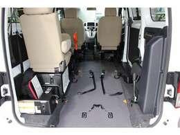 車いすの固定装置は2台分(前後)付いています。