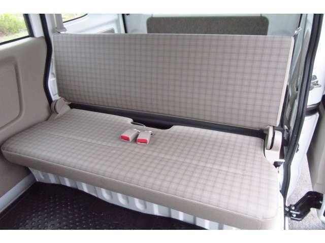 後部座席シートにもタバコによるコゲ跡等は見受けられませんでした!詳細等はお問合せから承っておりますのでぜひどうぞ!!