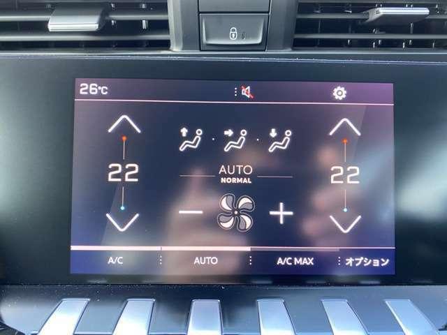 タッチスクリーンモニター。Wエアコンとなっております。