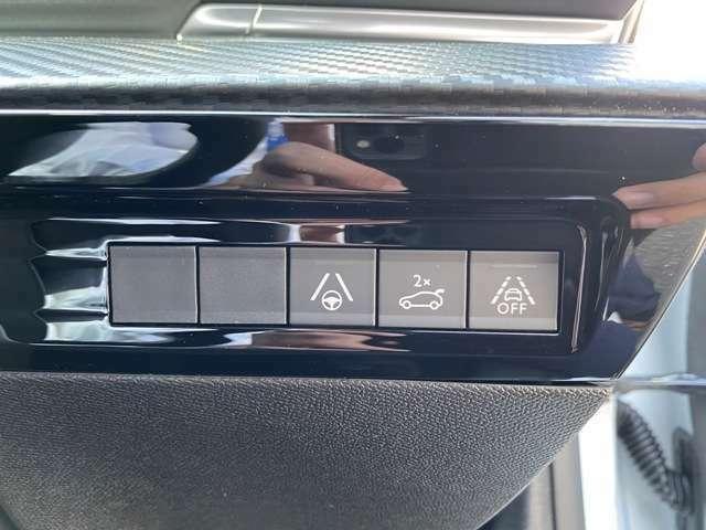 電動リアゲートやレーンキープアシストも搭載しております。