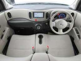 デンソーテン製HDDナビ・オートエアコン・インテリジェントキーを装備する運転席まわり。