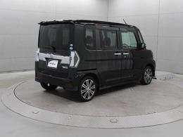 両側電動スライドドアを採用し、隣の車両との距離が近い駐車場などの狭い場所でも、お子様も安心して乗り降りが可能となっています。