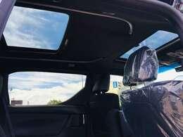【 ダブルサンルーフ 】開放感溢れるダブルサンルーフ♪車内も明るく、快適ですね♪