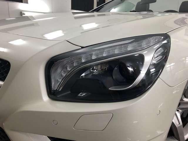 夜間の視認性を確保する純正HIDヘッドライト装備ですッ!ポジション&ウィンカーはトーチ状のLED仕様となりますッ!勿論ヘッドライトもコーディング済みですッ!
