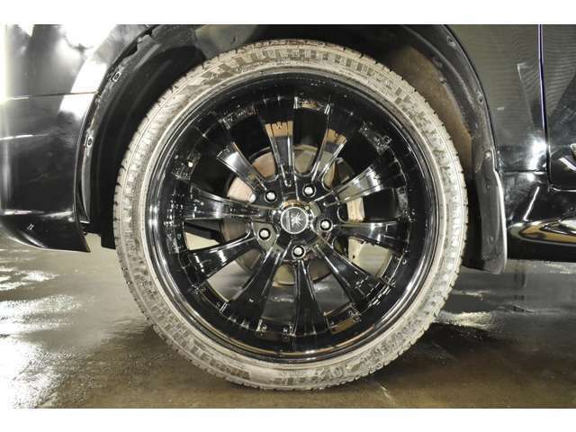 ブラックダイヤモンド 24インチ ブラックディスク☆ タイヤサイズは、295-35-24☆ タイヤ溝も残っています☆ 28インチタイヤチェンジャー&バランサー完備☆ 大口径の組替や脱着もお任せ下さい☆