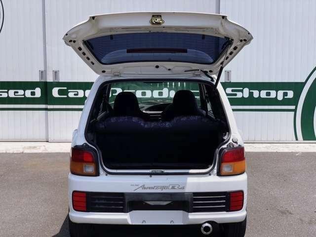 遠方でお店に行くことができない!・・・という方にもお車の状態を詳しくお伝えします。安心して購入して頂けるように全国どこにでも陸送対応させて頂きます。(別途陸送費用)