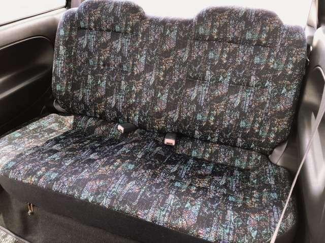 後部座席シートはシッカリしていて綺麗な状態だと思います(^O^)/