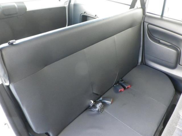 最大乗車定員は5人!後席もいざという時は3人が座れるスペースが確保されています!