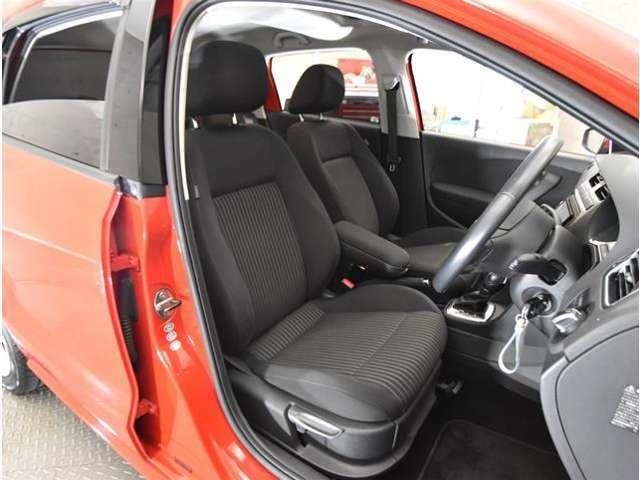 運転席・助手席ともにとてもきれいです。気持ち良くお乗りいただけます。