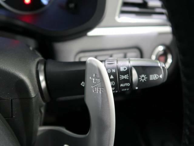 【パドルシフト】手を離さずに素早くギア操作ができ、エンジンブレーキを使う下り坂や高速道路の合流などの加速したいきに役立ちます。